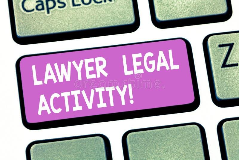 文本标志陈列律师法律活动 概念性照片准备案件和提在法律主题键盘键的建议 免版税库存图片