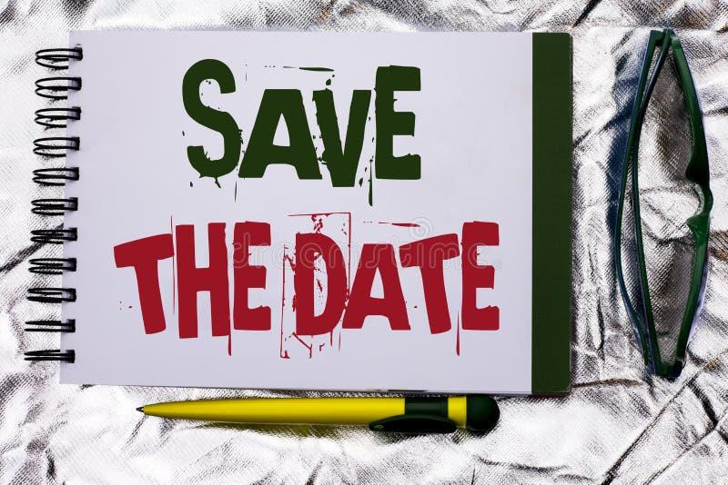 文本标志陈列救球日期 概念性照片记住不预定别的在笔记本写的那个时候任命 图库摄影