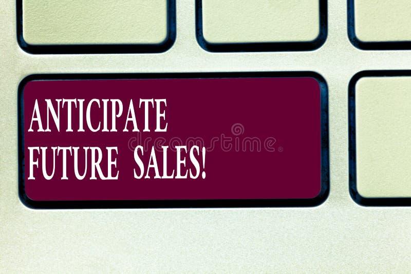 文本标志陈列期望未来销售 重视有利和风险键盘的概念性照片一种投资 免版税库存照片