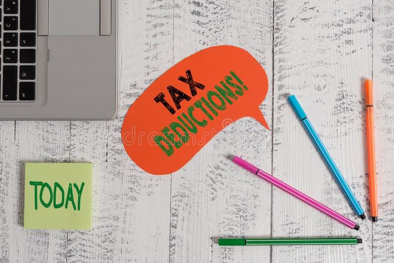 文本标志陈列税收减免 能被收税费用开放膝上型计算机的概念性照片减少收入 免版税库存照片