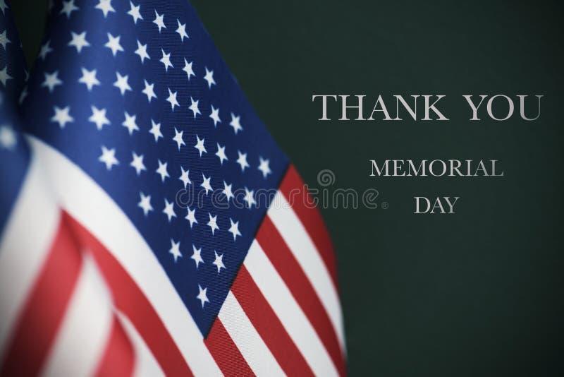 文本阵亡将士纪念日和美国国旗 库存图片