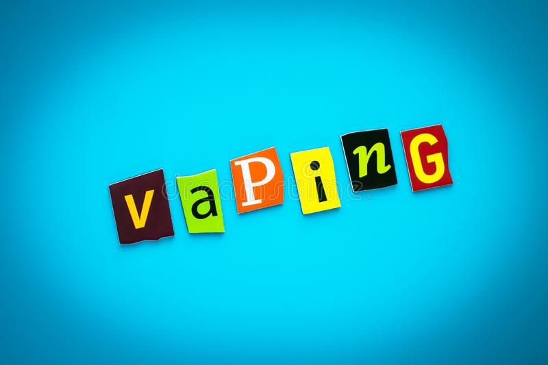 文本- vaping从在蓝色背景的五颜六色的信件 在横幅的单词 标题,与题字的卡片 在海报的消息 库存图片