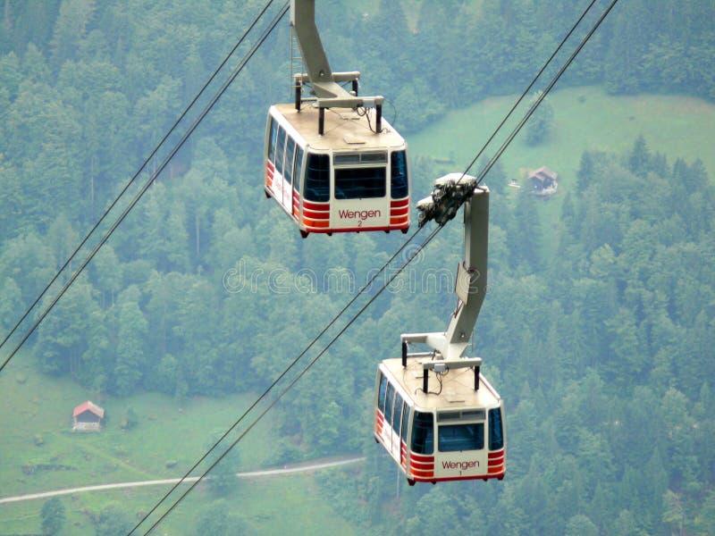 文根,瑞士 08/17/2010 上升至山的电车 免版税库存照片