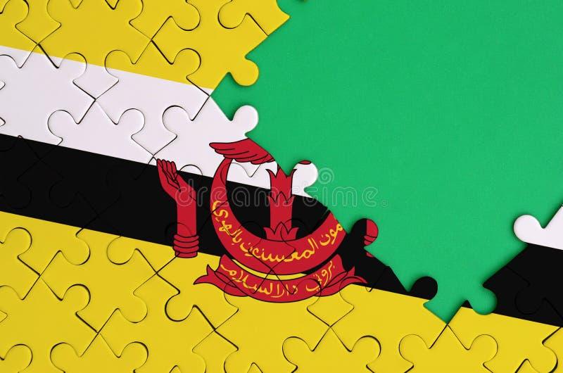 文莱达鲁萨兰旗子在与自由绿色拷贝空间的一个完整七巧板被描述在右边 皇族释放例证