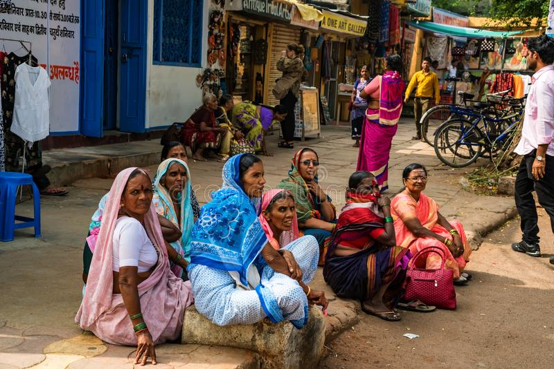 斋浦尔,印度- 2017年11月9日:小组街道的未认出的印地安妇女 图库摄影