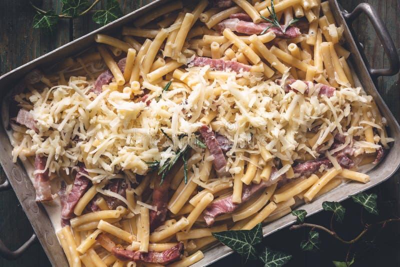 斑点和罗斯玛丽Mac和乳酪通心面,舒适食物为冬天 免版税图库摄影