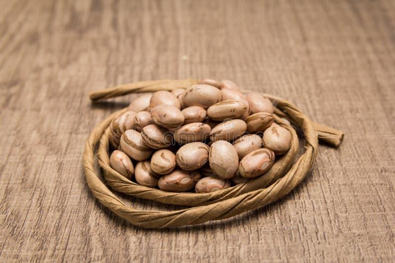 斑豆豆类 在五谷附近的纸绳索 选择聚焦 免版税图库摄影