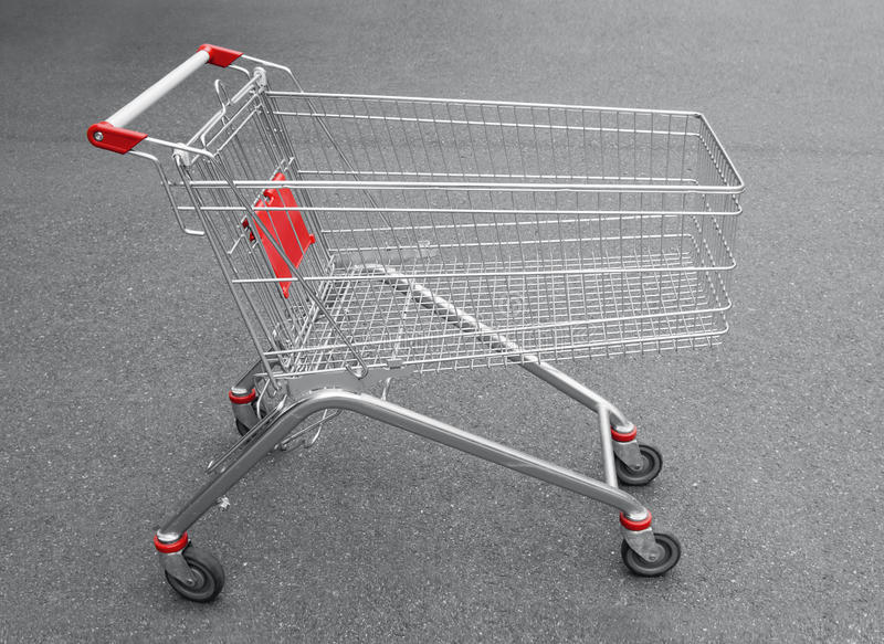 斜向购物车空的购物超级市场 免版税库存图片