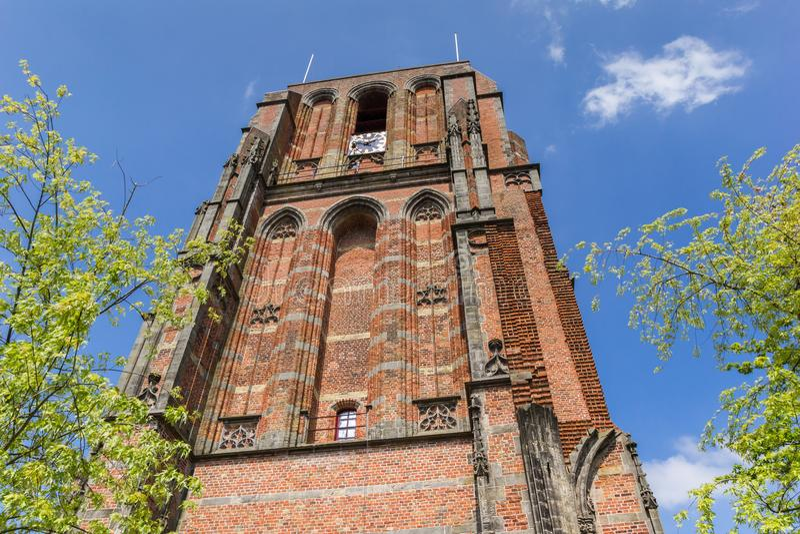 斜塔Oldehove在吕伐登的中心 图库摄影