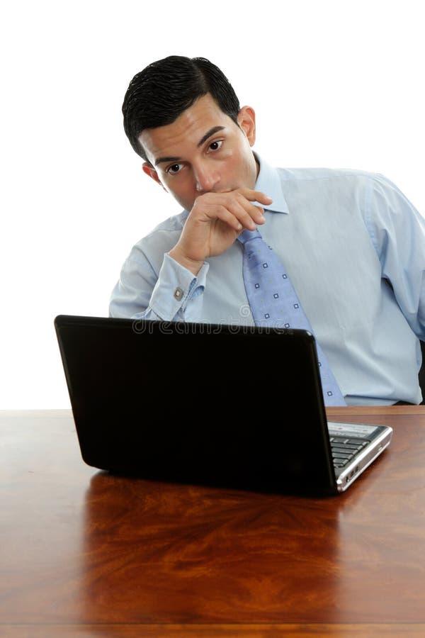 斟酌坐的认为的服务台人 免版税图库摄影