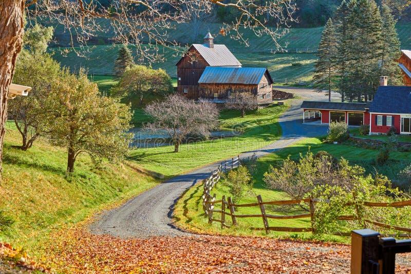 断头谷农场晴朗的秋天天在伍德斯托克,佛蒙特, 库存图片