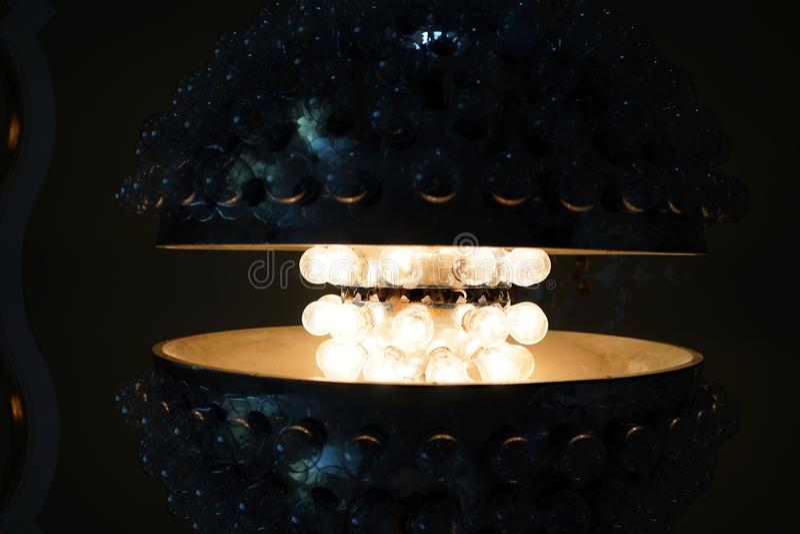 断断续续被交换的电灯泡 免版税库存照片