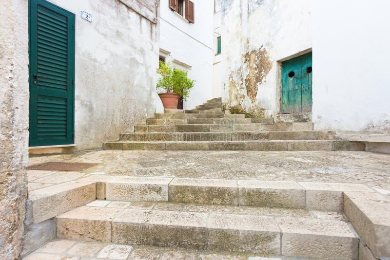 斯佩基亚,普利亚-走在老拖曳的一层历史的楼梯 库存照片