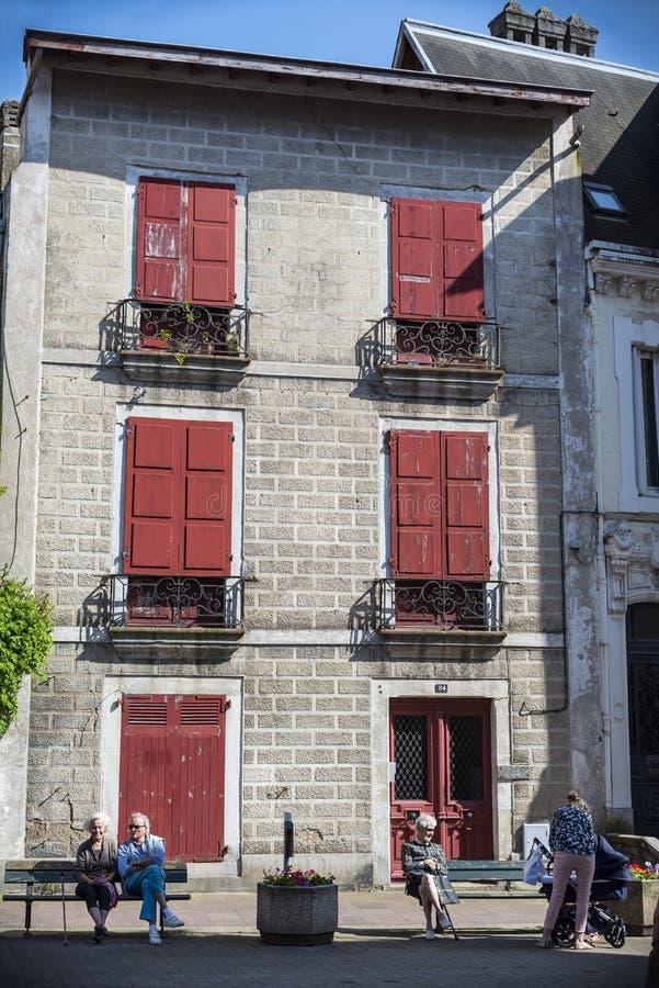 巴斯克国家典型的大厦在Saint吉恩de Luz 免版税库存照片