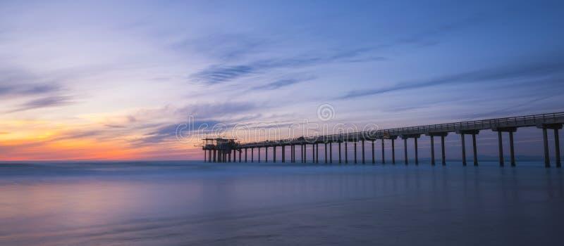 斯克里普斯码头剪影在拉霍亚加利福尼亚 免版税库存照片