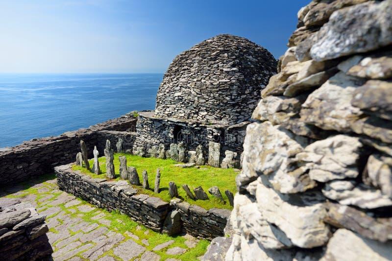 斯凯利格・迈克尔岛或伟大的Skellig,基督徒修道院的被破坏的遗骸的家,国家凯利,爱尔兰 免版税库存图片