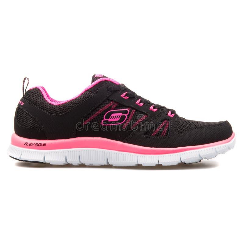 斯凯奇导电线呼吁春天热病黑和桃红色运动鞋 免版税图库摄影