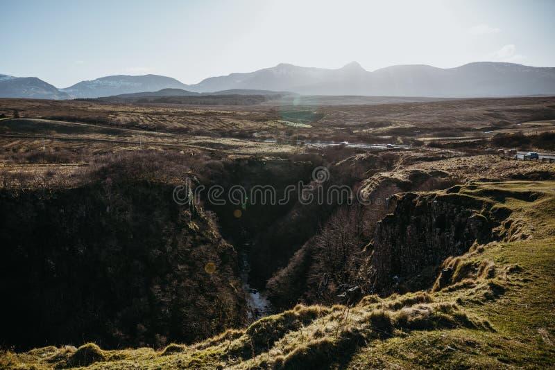 斯凯岛从Lealt的` s风景小岛看法下跌`观点,苏格兰 免版税库存图片