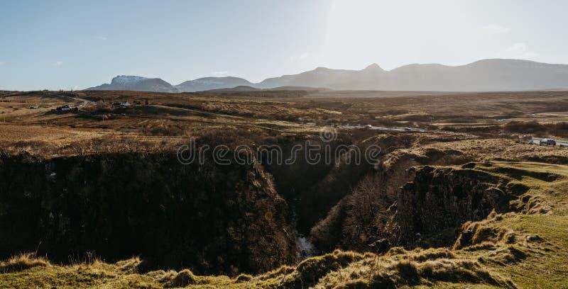斯凯岛从Lealt的` s风景小岛看法下跌`观点,苏格兰 库存照片