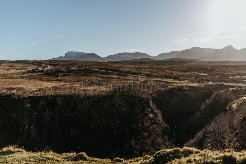 斯凯岛从Lealt的` s风景小岛看法下跌`观点,苏格兰 免版税图库摄影