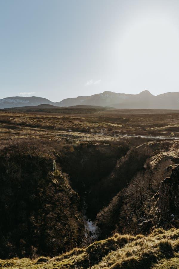 斯凯岛从Lealt的` s风景小岛看法下跌`观点,苏格兰 免版税库存照片
