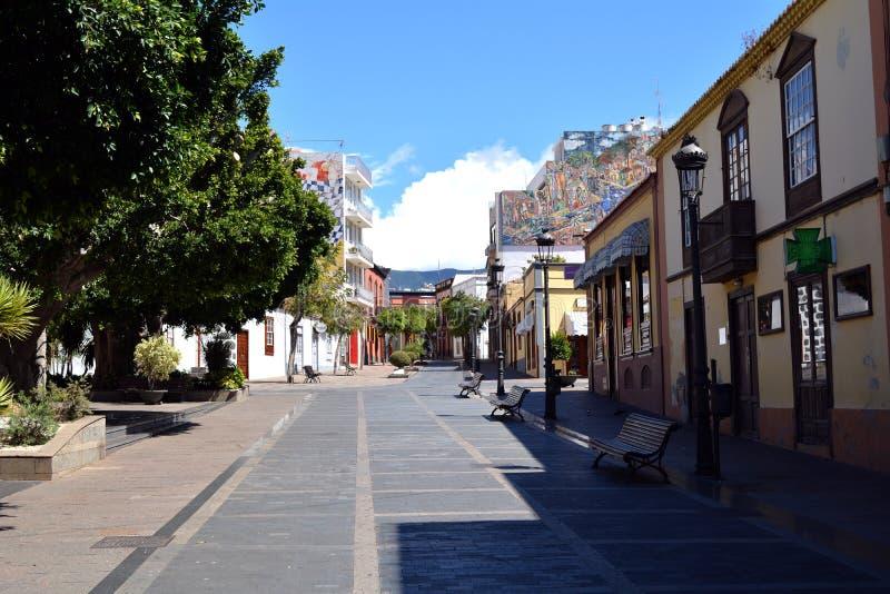 洛斯利亚诺斯德亚里达内,在海岛拉帕尔玛岛,加那利群岛,西班牙上的城市 免版税库存照片