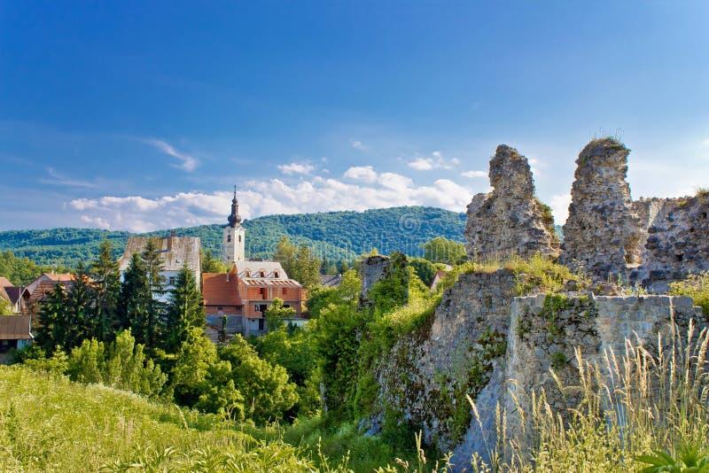 斯卢尼教会和堡垒镇  免版税图库摄影