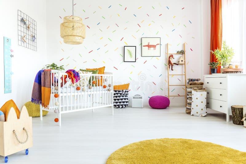 斯堪的纳维亚样式的婴孩室 库存照片