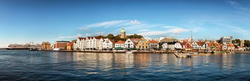 斯塔万格,挪威的口岸、小游艇船坞和市中心的全景 免版税库存照片