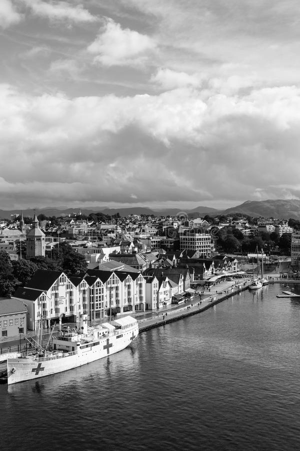 斯塔万格,挪威-大约2016年-市的一个垂直的风景图象斯塔万格在Norwa 库存照片