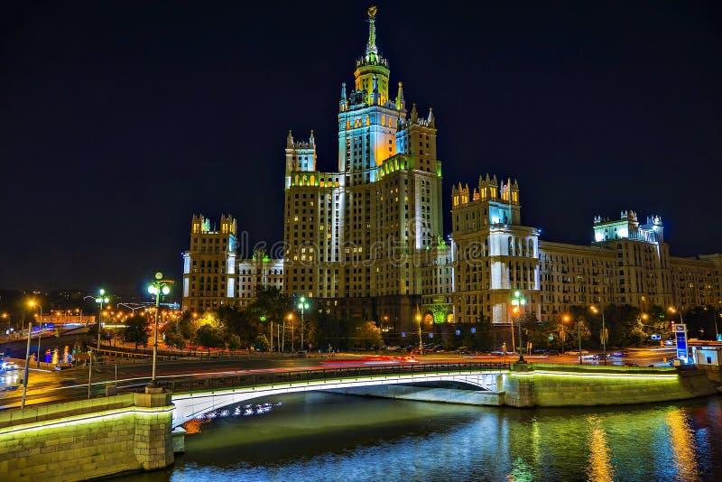 斯大林摩天大楼在莫斯科(在waterfro的居民住房 免版税库存照片
