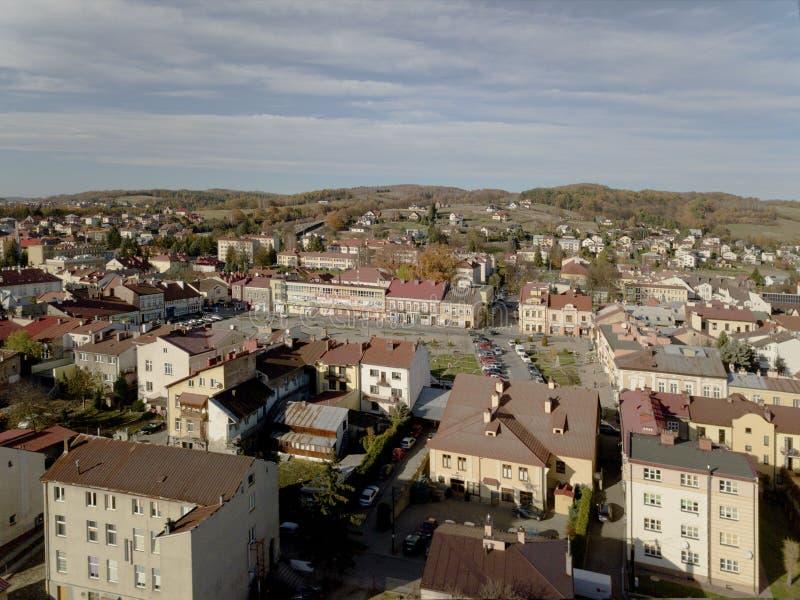 斯奇茹夫,波兰- 9 9 2018年:一小镇的老部分的照片从鸟的飞行的 由寄生虫或quadr的航拍 图库摄影