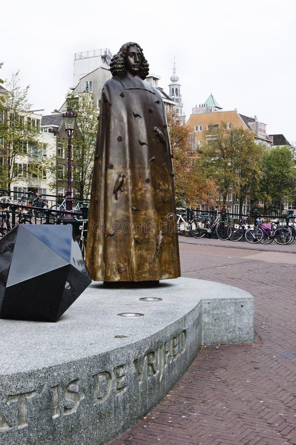 斯宾诺沙古铜色雕象,阿姆斯特丹,荷兰 库存照片