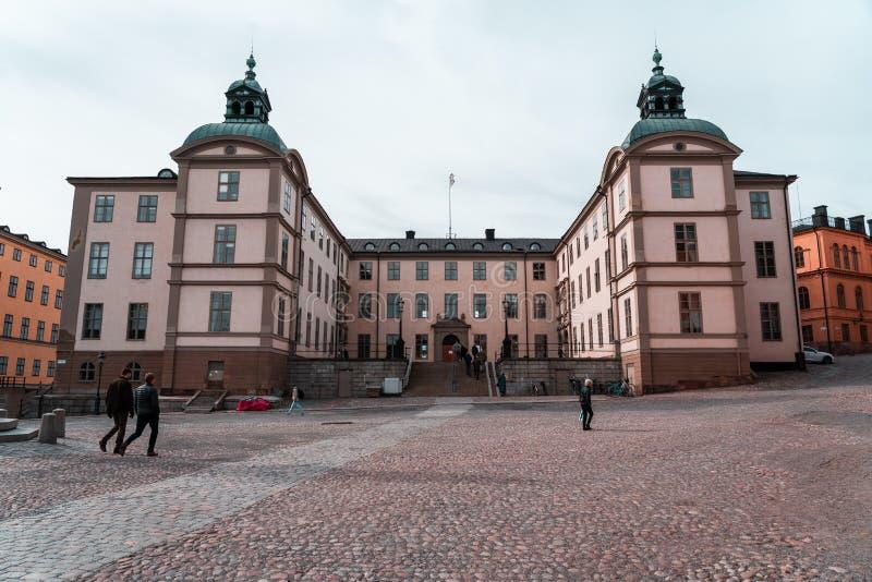 斯德哥尔摩瑞典Svea地区法院在骑士岛的大厦在春日 库存图片