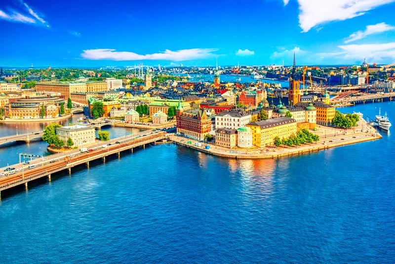 斯德哥尔摩老镇从政府大厦Stadshuset的Gamla斯坦美好的鸟瞰图  美好的夏天好日子在斯德哥尔摩, 库存照片