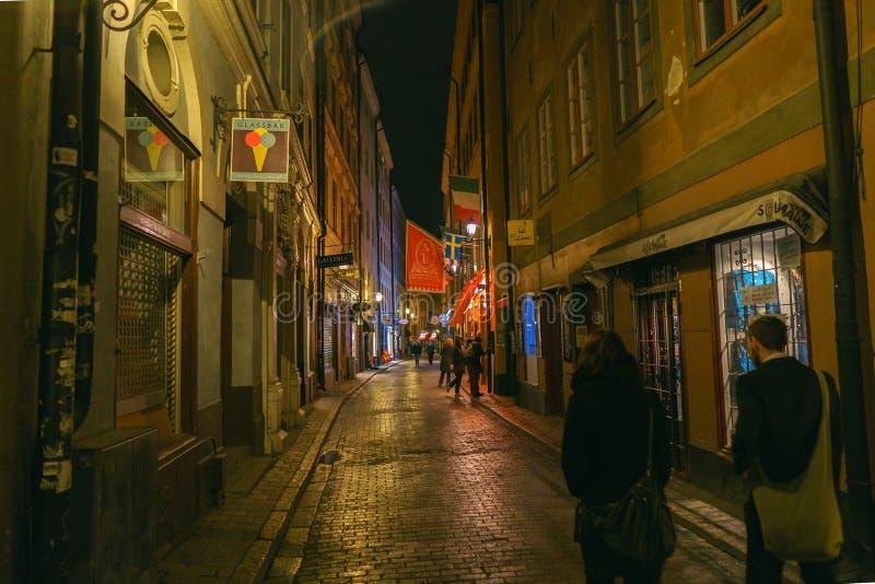 斯德哥尔摩,瑞典- 2018年4月30日:斯德哥尔摩街道和大气在晚上,2018年4月30日 免版税库存照片