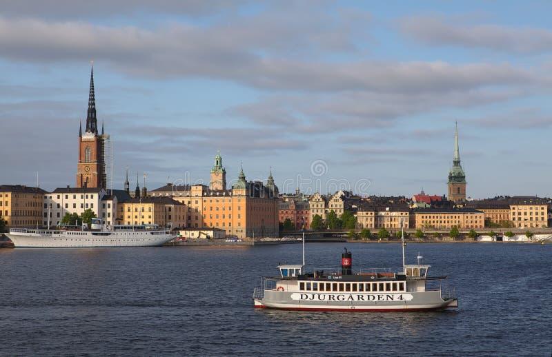 斯德哥尔摩,瑞典- 2016年5月29日:运输乘客的Djurgarden轮渡 轮渡去Stockh的区别海岛之间 库存照片