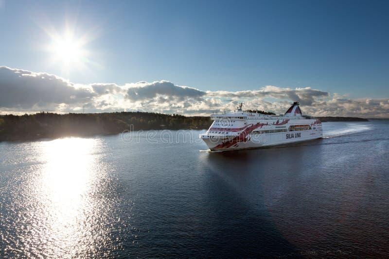 斯德哥尔摩, SWEDEN-SEPTEMBER 28 :Silja线在海湾的轮渡浮游物 库存照片