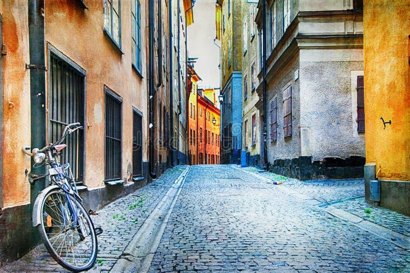 斯德哥尔摩, Sweeden老镇地道狭窄的街道  免版税库存图片