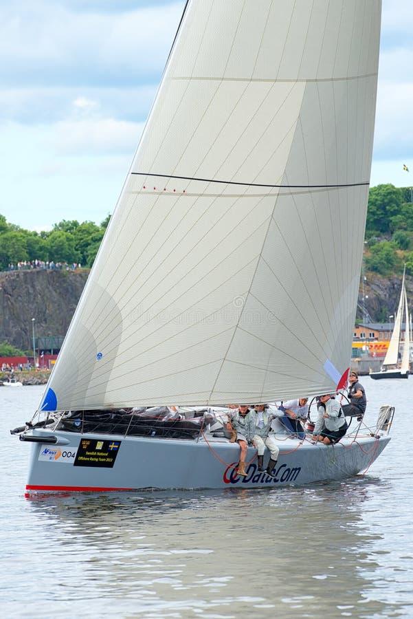 斯德哥尔摩- 6月, 30 :与乘员组的风船数据通信接近岸 图库摄影