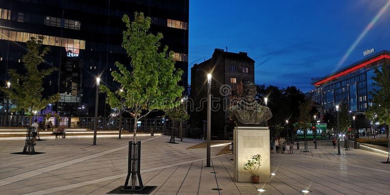 斯拉维亚广场在贝尔格莱德在夜之前 库存图片
