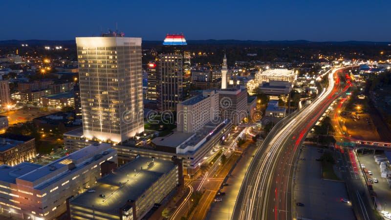 斯普林菲尔德马萨诸塞傍晚下班时间交通天线 库存图片
