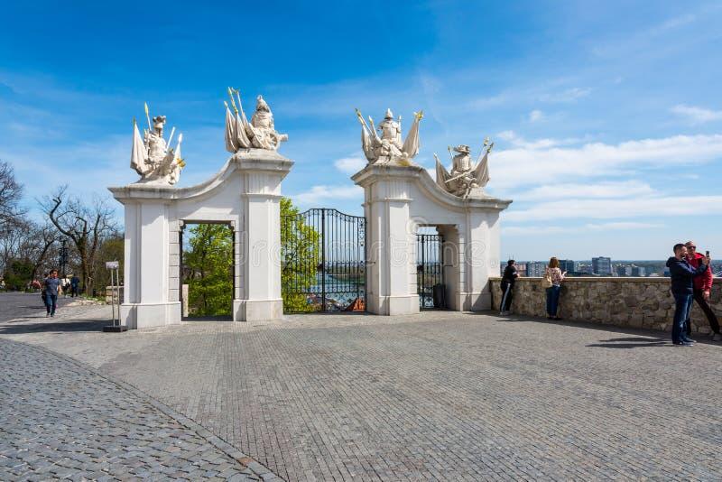 斯洛伐克,布拉索夫- 2018年4月14日:一个门的细节在布拉索夫城堡的,一个门的斯洛伐克细节在城堡的在Bratislav 库存照片