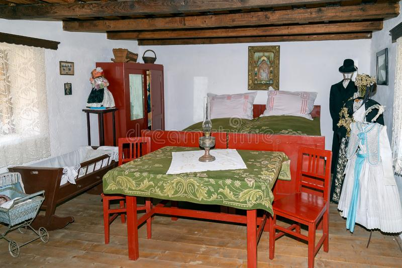 斯洛伐克ethnics一间农舍内部  免版税库存照片