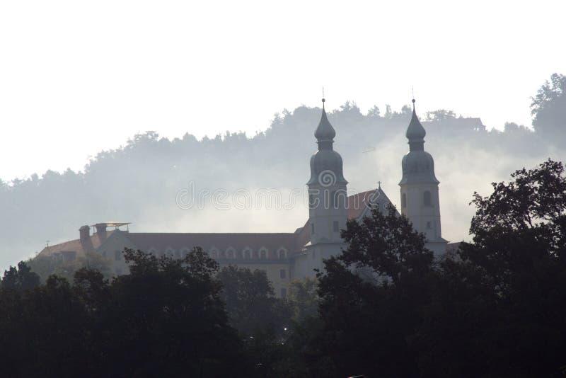 斯洛文尼亚切列市秋晨教堂 免版税库存图片