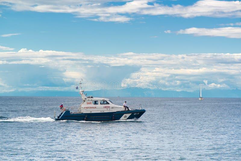 斯洛文尼亚警察海岸警卫小船 免版税库存照片