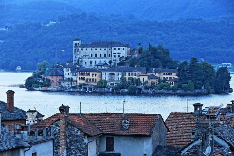 斯特雷萨,湖的Maggiore镇在意大利 库存照片