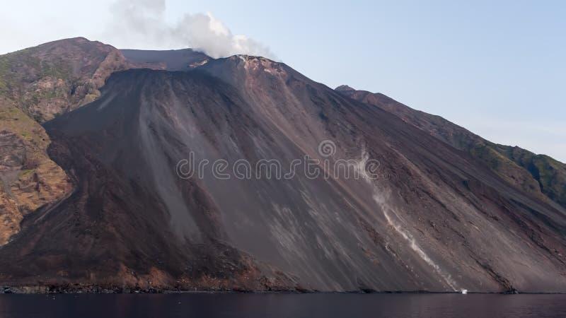 斯特龙博利岛火山岛在西西里岛,意大利 图库摄影