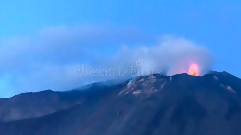 斯特龙博利岛火山岛在西西里岛,意大利 库存图片