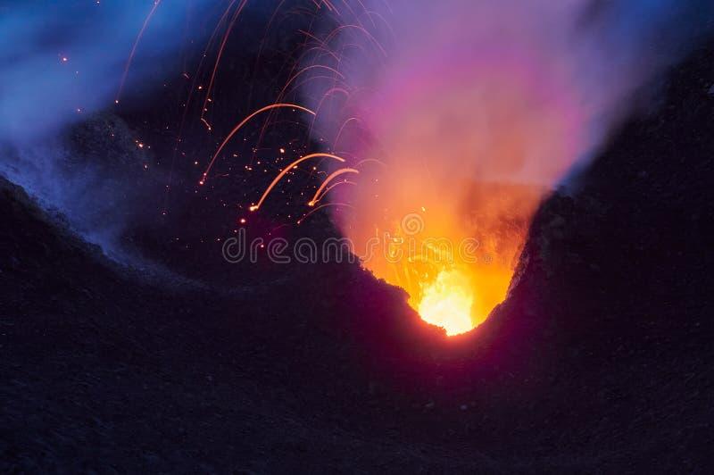 斯特龙博利岛火山的爆发,风神海岛,西西里岛,意大利 图库摄影